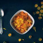 Салат из моркови с лепестками календулы