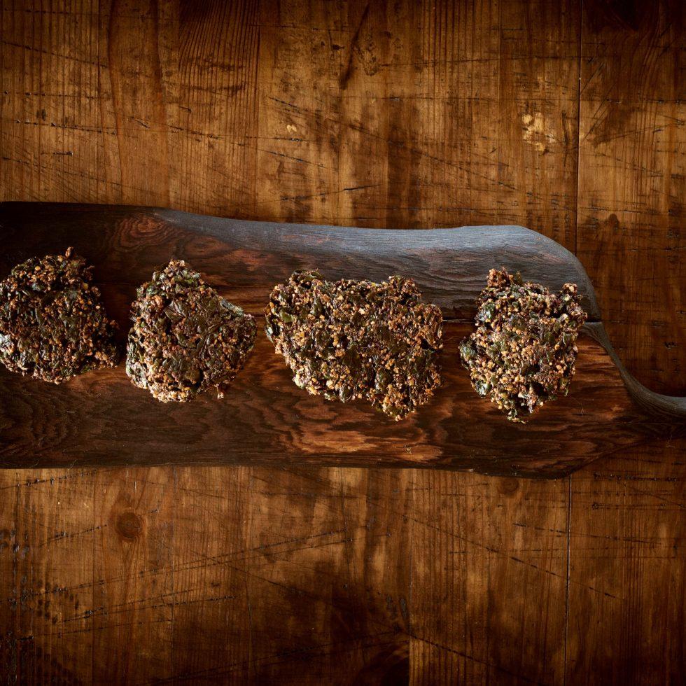 Крекеры из свекольной ботвы