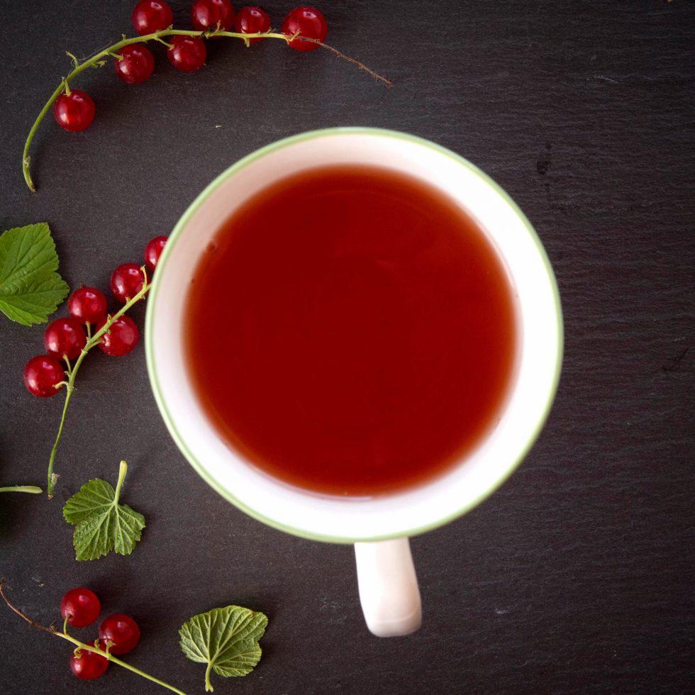 Напиток из красной смородины с мятой