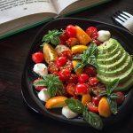 Салат с черри и базиликом